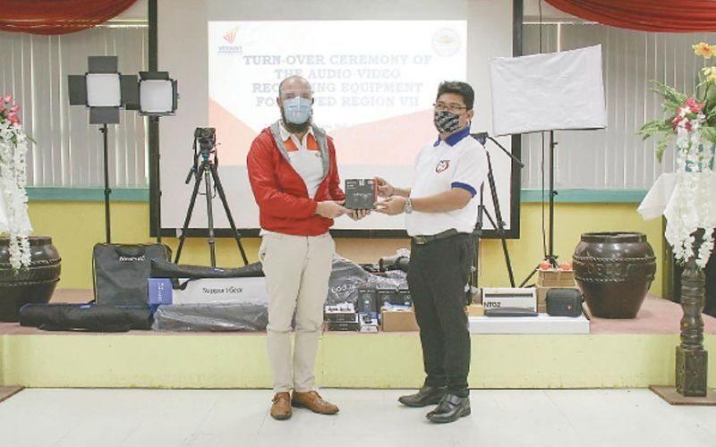 Vivant helps Cebu schools implement distance learning